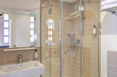 Deluxe-Double-Bathroom-Alize