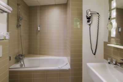 Superior-Twin-Bathroom-Alize